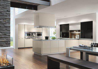 Moderne hochglanz Wohnküche.