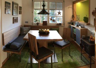 Zsammengnaht´s Designer Esszimmer Eiche massiv gebürstet stumpf matt lackiert in Kombination mit Edelstahl Tapezierung mit Steiner Loden
