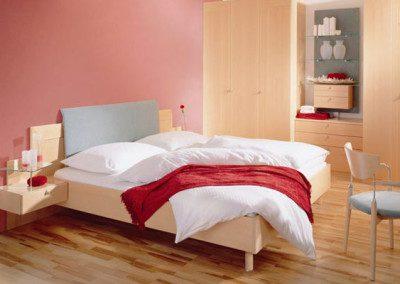 Doppelbett mit Wandschrank