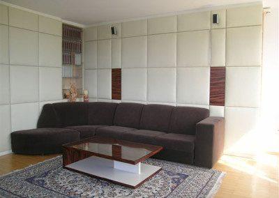 Wohnzimmerschrank mit gepolsterten Lederfronten mit TIP ON