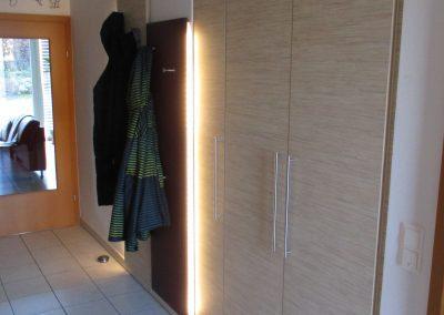 Vorzimmer Nieschenverbau mit indirekter Beleuchtung