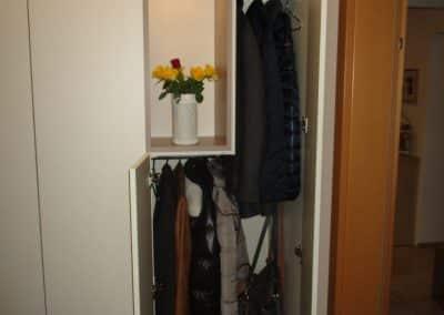 Hängebereich für kurze und lange Kleidungsstücke.