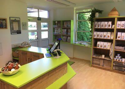 """Die Verkaufstheke des Neuen """"BACKPROFI Shop"""" von Christina Ofner in Gleisdorf"""