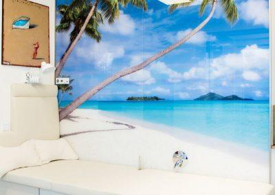 Wellnessbereich Glaswand mit Fotomotiv vom Urlaub des Kunden-2